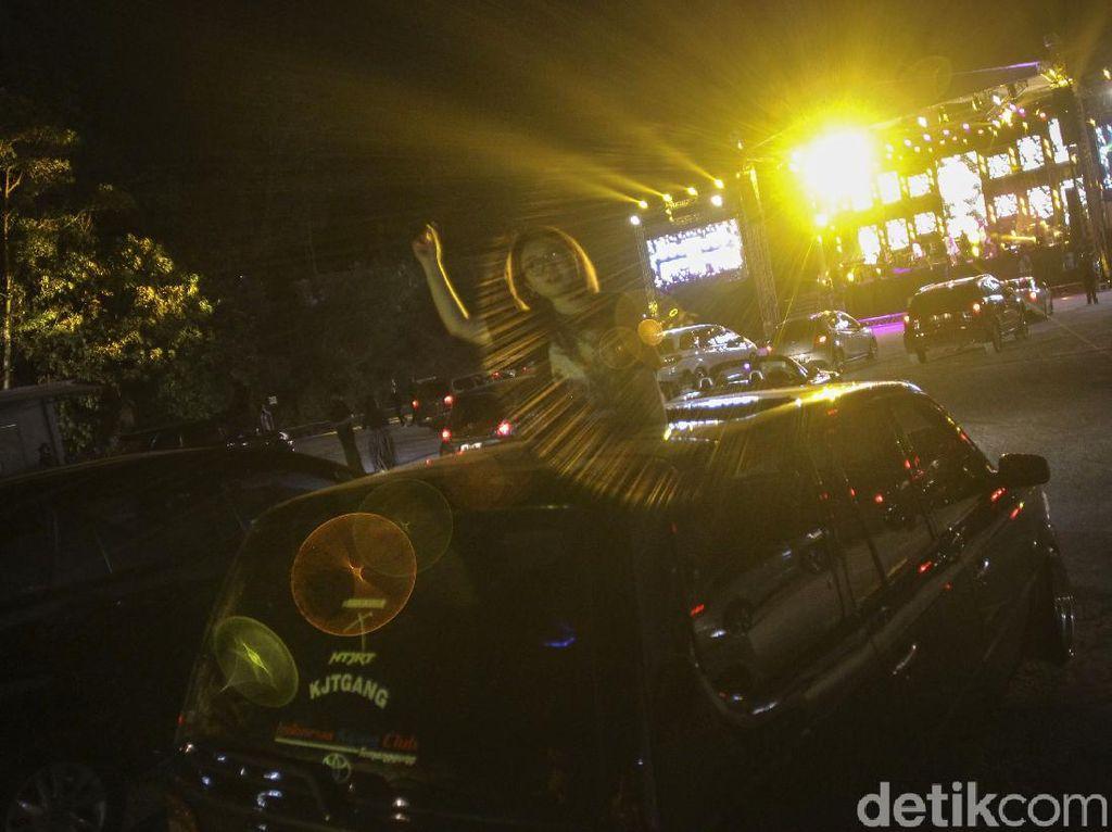 Kemeriahan Konser Drive In Perdana di Yogyakarta