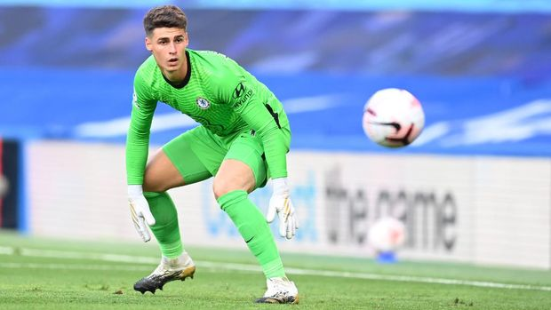 LONDON, ENGLAND - SEPTEMBER 20: Kepa Arrizabalaga of Chelsea in action during the Premier League match between Chelsea and Liverpool at Stamford Bridge on September 20, 2020 in London, England. (Photo by Michael Regan/Getty Images)