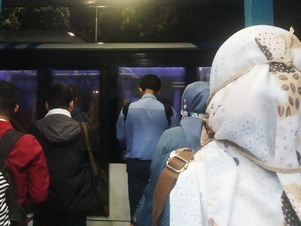 Operasi TransJakarta Dibatasi hingga Pukul 19.00, Begini Kondisi Halte Monas