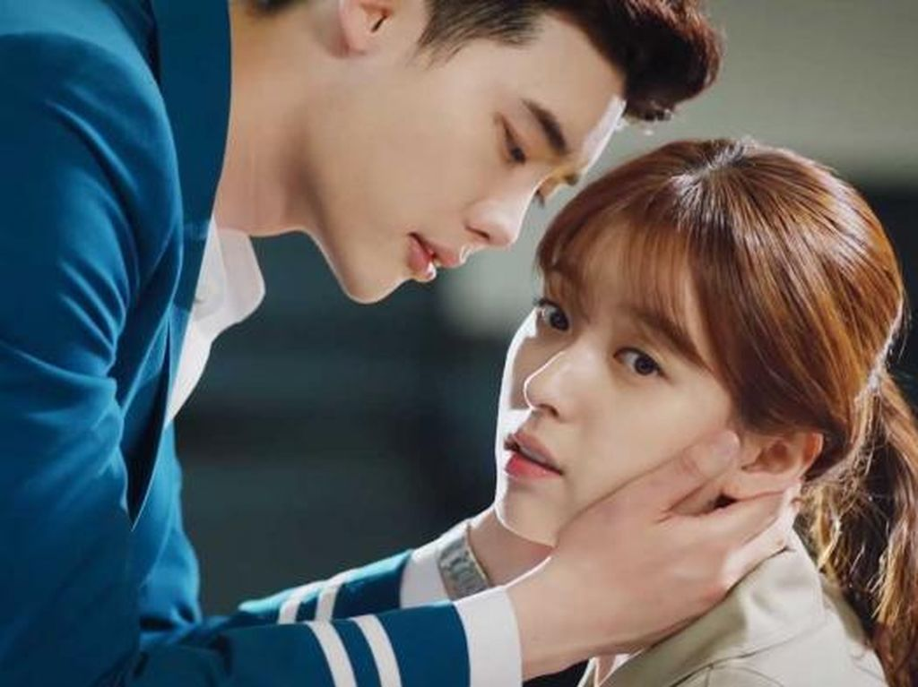 Sinopsis W-Two Worlds Episode 15