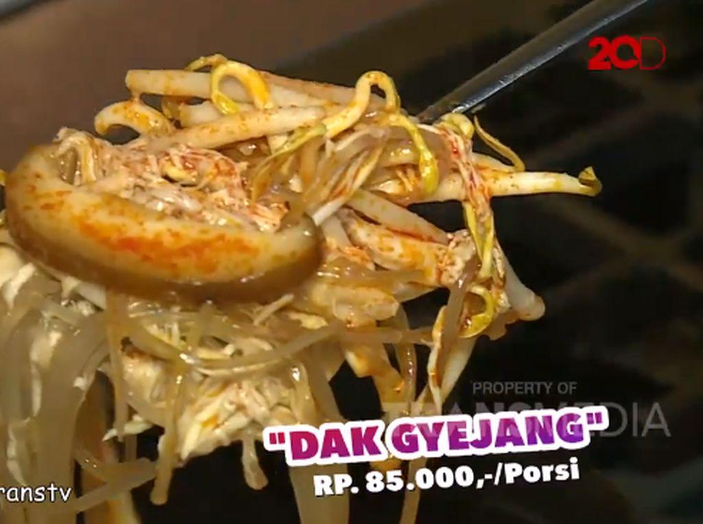 Bikin Laper! Sup Ayam Berkaldu Gurih dan Daging Ayam Berbumbu Buldak Khas Korea