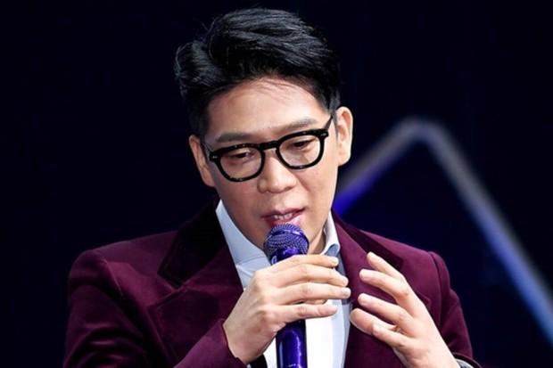 MC Mong membayar seorang dokter gigi untuk menyabut empat giginya yang sehat karena berniat mangkir dari wajib militer.