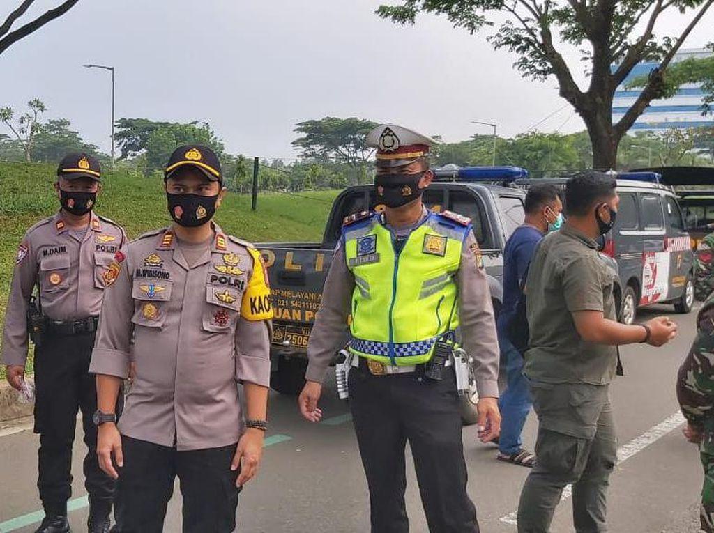 185 Orang Pelanggar PSBB di Tangerang Dihukum Push Up-Nyanyi Indonesia Raya