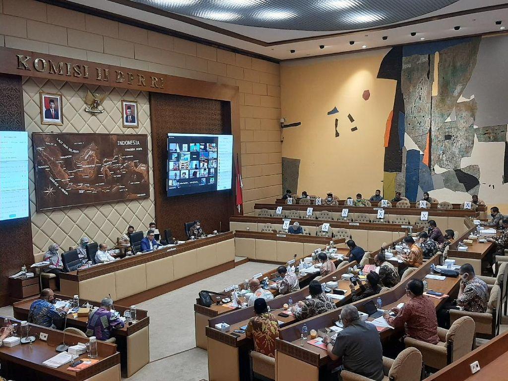 Rapat Bahas Pilkada, Komisi II Doakan Kesembuhan Ketua KPU yang Kena Corona