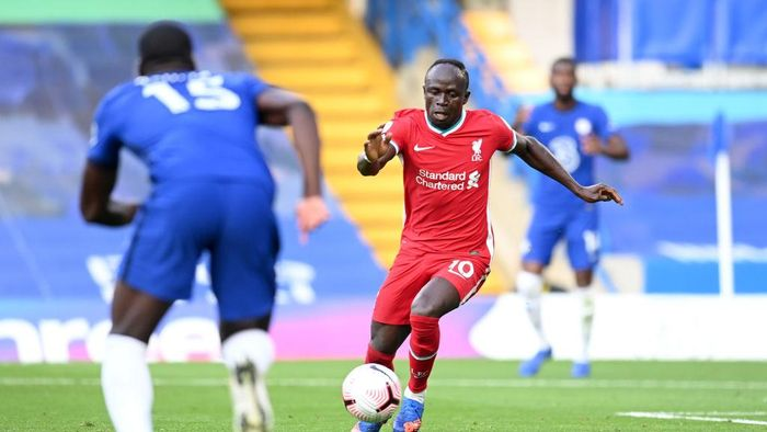 LONDON, ENGLAND - SEPTEMBER 20: Sadio Mane of Liverpool on his way to scoring his teams second goal during the Premier League match between Chelsea and Liverpool at Stamford Bridge on September 20, 2020 in London, England. (Photo by Michael Regan/Getty Images)