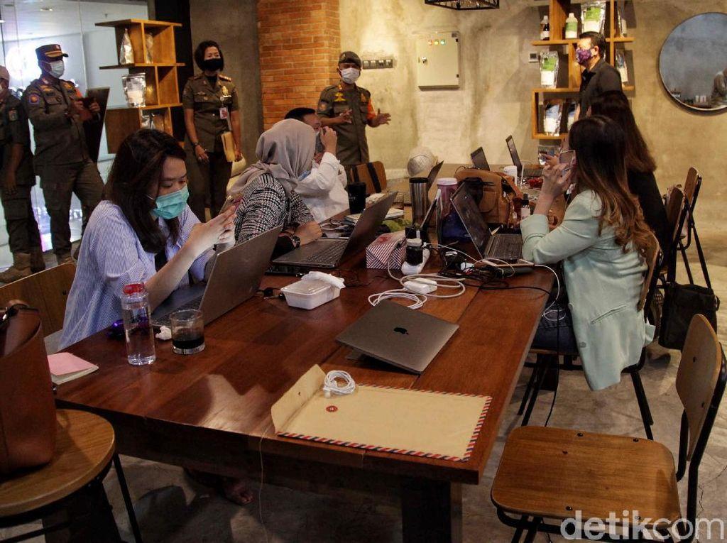 Satpol PP Sidak Protokol Kesehatan di Mal Kelapa Gading
