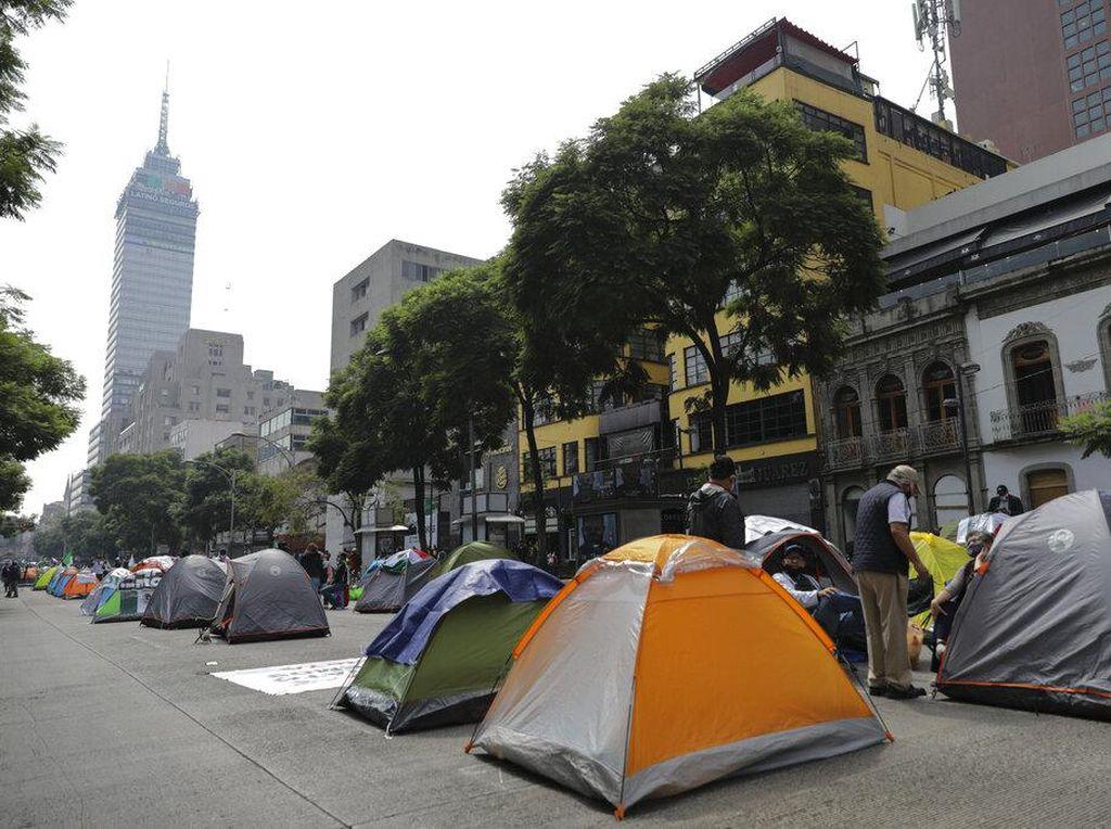 Ratusan Warga Meksiko Kemah di Jalan, Ada Apa?