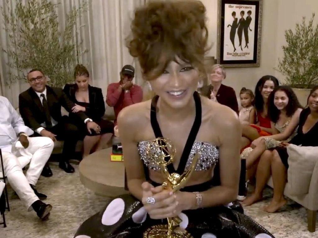 2 Gelar Emmy Awards yang Bersejarah untuk Zendaya