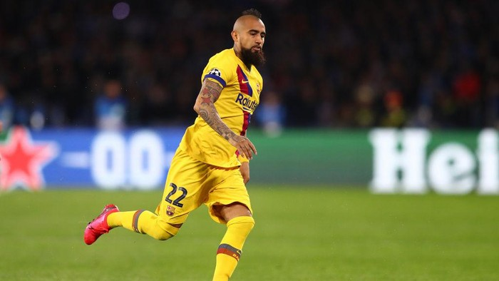 NAPLES, ITALY - FEBRUARY 25: Arturo Vidal of Barcelona during the UEFA Champions League round of 16 first leg match between SSC Napoli and FC Barcelona at Stadio San Paolo on February 25, 2020 in Naples, Italy. (Photo by Michael Steele/Getty Images)