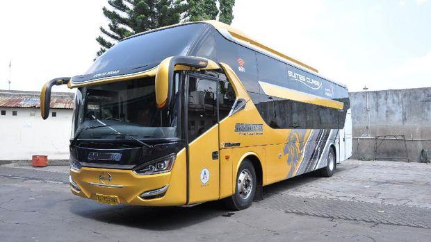 Bus dari PO Handoyo yang dirancang Laksana menggunakan sasis dan mesin Hino dibuat dengan konsep jaga jarak untuk menghadapi pandemi.