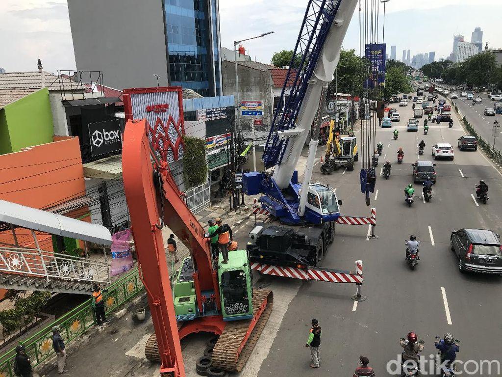 Operator Ekskavator yang Timpa JPO Kampung Melayu Diduga Kelelahan