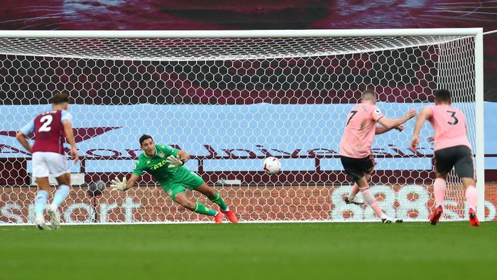 BIRMINGHAM, ENGLAND - SEPTEMBER 21: Emiliano Martinez of Aston Villa saves a penalty shot from John Lundstram of Sheffield United during the Premier League match between Aston Villa and Sheffield United at Villa Park on September 21, 2020 in Birmingham, England. (Photo by Clive Rose/Getty Images)