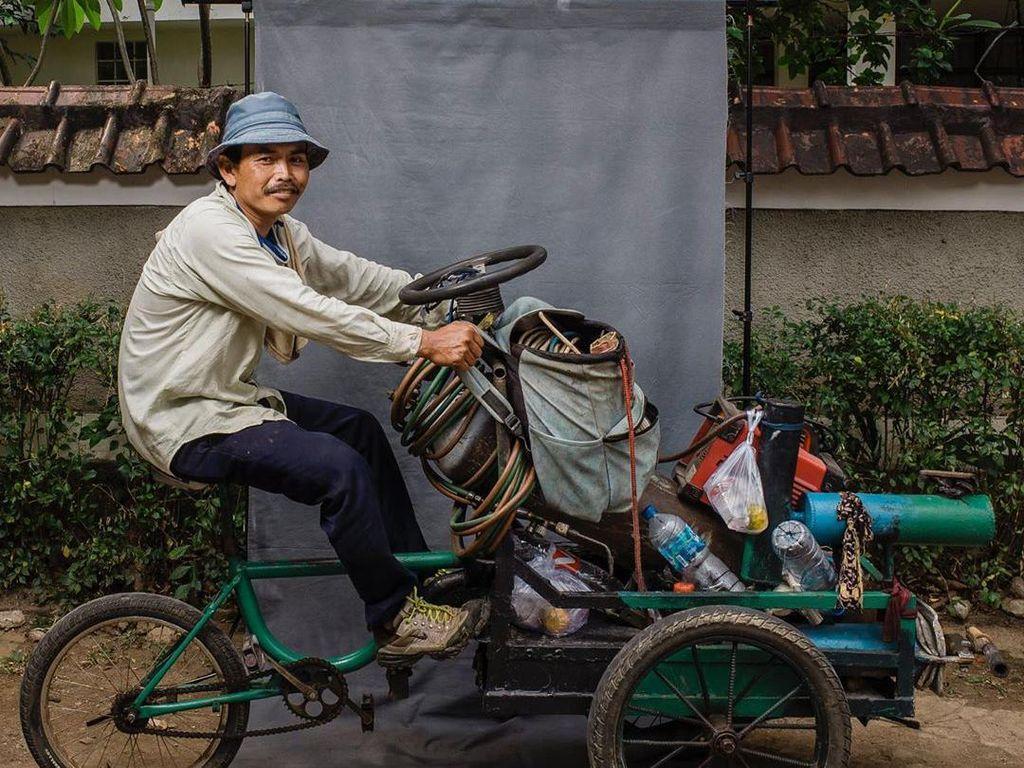 Sisi Lain Pesepeda yang Berjuang Mencari Nafkah