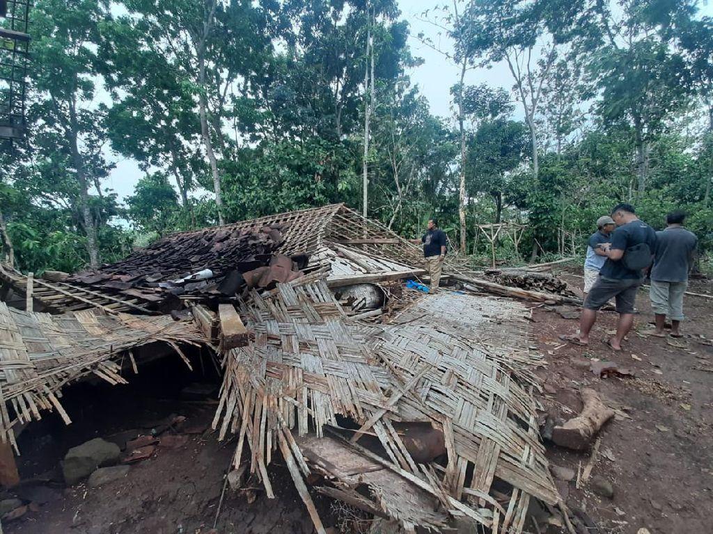 Hujan Angin Landa Ngawi, Satu Rumah Warga Ambruk