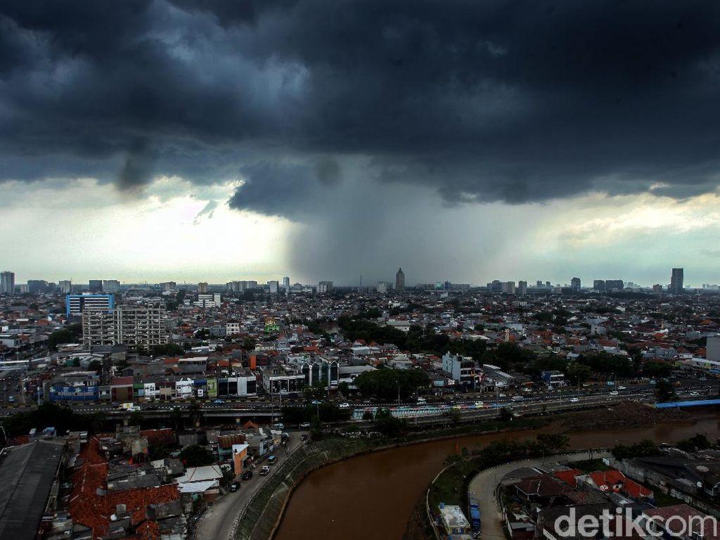 Mulai Masuk Musim Hujan di Jatim, Waspadai Cuaca Ekstrem Saat Pancaroba