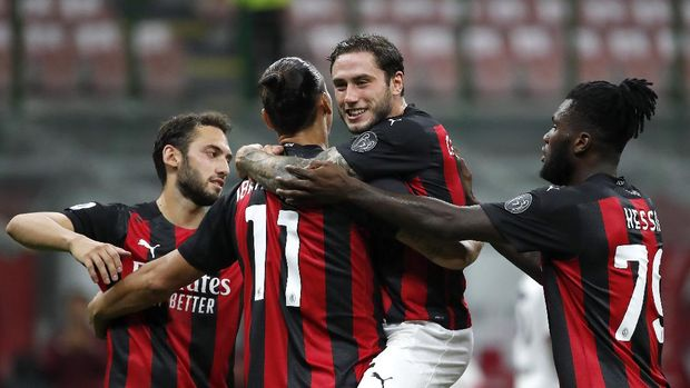 AC Milan's Zlatan Ibrahimovic, second from left, celebrates with his teammates his second goal on a penalty against Bologna during the Serie A soccer match between AC Milan and Bologna at the San Siro stadium, in Milan, Italy, Monday, Sept. 21, 2020. (AP Photo/Antonio Calanni)