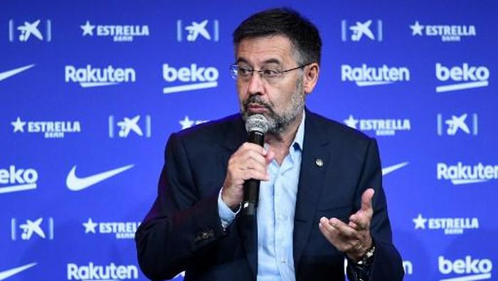 Barcelonas president Josep Maria Bartomeu speaks during the official presentation of new Dutch coach Ronald Koeman at the Camp Nou stadium in Barcelona on August 19, 2020. - Crisis-hit Barcelona hailed the
