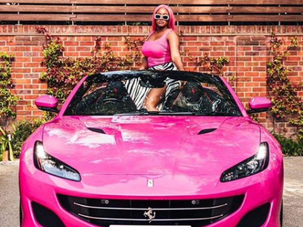 Sayang Anak, Miliarder Habiskan Rp 9,3 M Belikan Ferrari untuk Tiga Putrinya