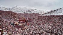 Kampus Biksu Terbesar Dunia