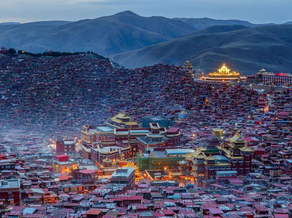 Larung Gar, Kampung Biksu Terbesar Dunia