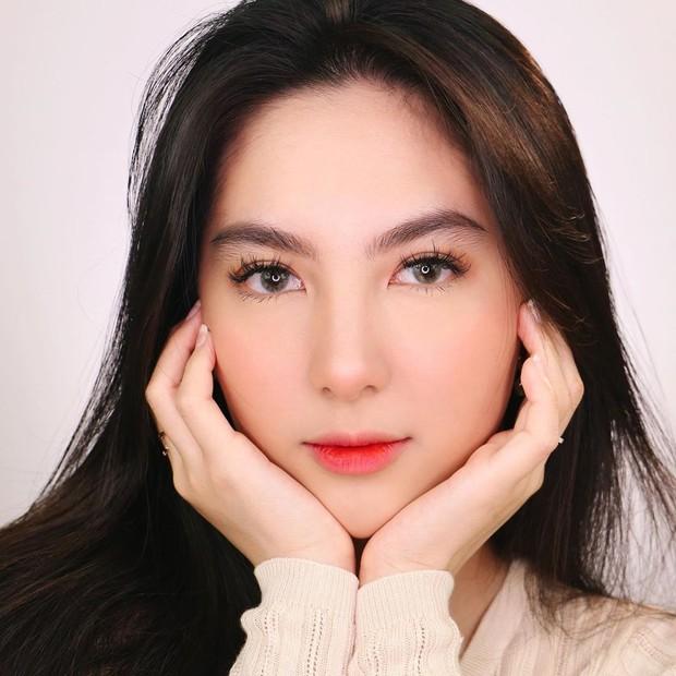 Look makeup remaja ala beauty influencer cantik Devienna yang membuat wajah terlihat fresh.
