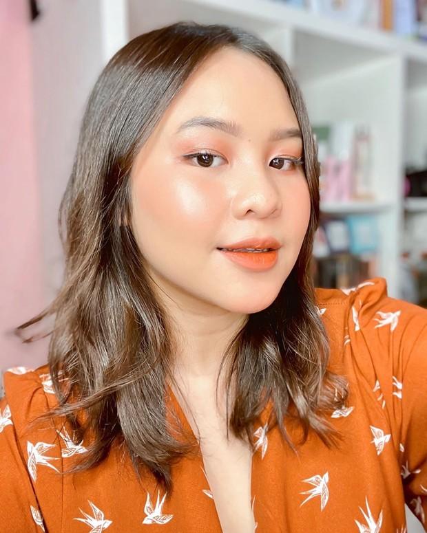Inpirasi makeup remaja yang fresh dan anti keliatan tua oleh beauty influencer Nathaniec.