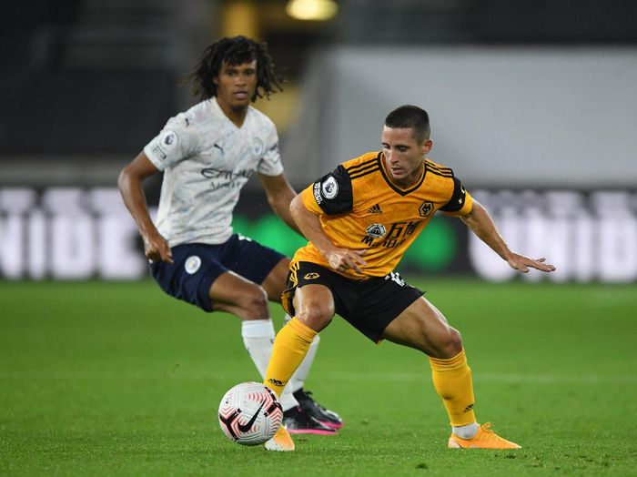 WOLVERHAMPTON, ENGLAND - SEPTEMBER 21: Daniel Podence of Wolverhampton Wanderers battles for possession with Nathan Ake of Manchester City during the Premier League match between Wolverhampton Wanderers and Manchester City at Molineux on September 21, 2020 in Wolverhampton, England. (Photo by Stu Forster/Getty Images)