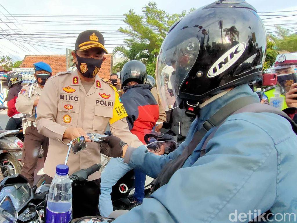 Tekan Angka Penyebaran COVID-19, Polisi Kota Kediri Bagi 2 Juta Masker