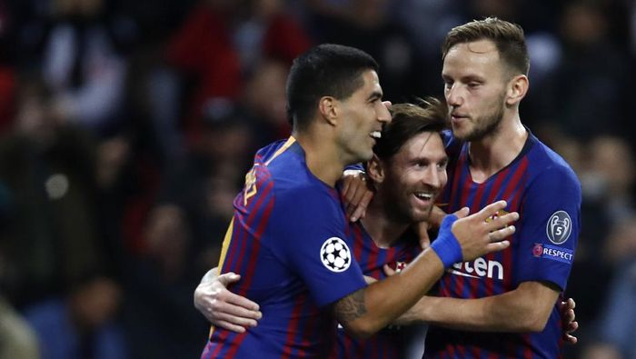 LONDON, ENGLAND - OCTOBER 03:  Lionel Messi of Barcelona celebrates after scoring his teams third goal with teammates Luis Suarez and Ivan Rakitic during the Group B match of the UEFA Champions League between Tottenham Hotspur and FC Barcelona at Wembley Stadium on October 3, 2018 in London, United Kingdom.  (Photo by Julian Finney/Getty Images)