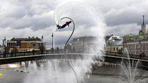 Aksi Keren Peselancar di Festival Surfing Rusia