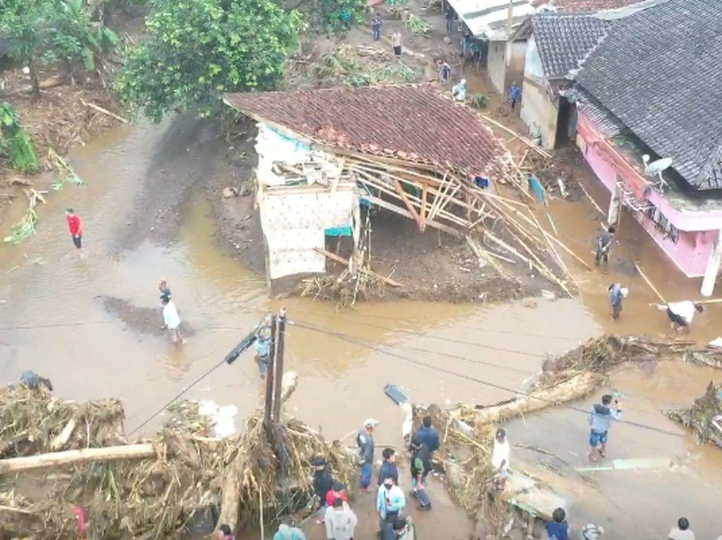 Video: Melihat Dahsyatnya Banjir Bandang di Sukabumi