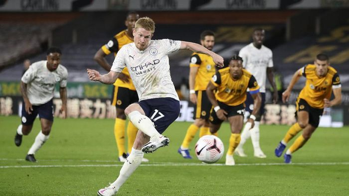 Manchester Citys Kevin De Bruyne scores his teams first goal from the penalty spot during the English Premier League soccer match between Wolverhampton Wanderers and Manchester City at Molineux Stadium in Wolverhampton, England, Monday, Sept. 21, 2020. (Nick Potts/Pool via AP)