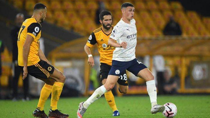 WOLVERHAMPTON, ENGLAND - SEPTEMBER 21: Phil Foden of Manchester City in action during the Premier League match between Wolverhampton Wanderers and Manchester City at Molineux on September 21, 2020 in Wolverhampton, England. (Photo by Stu Forster/Getty Images)