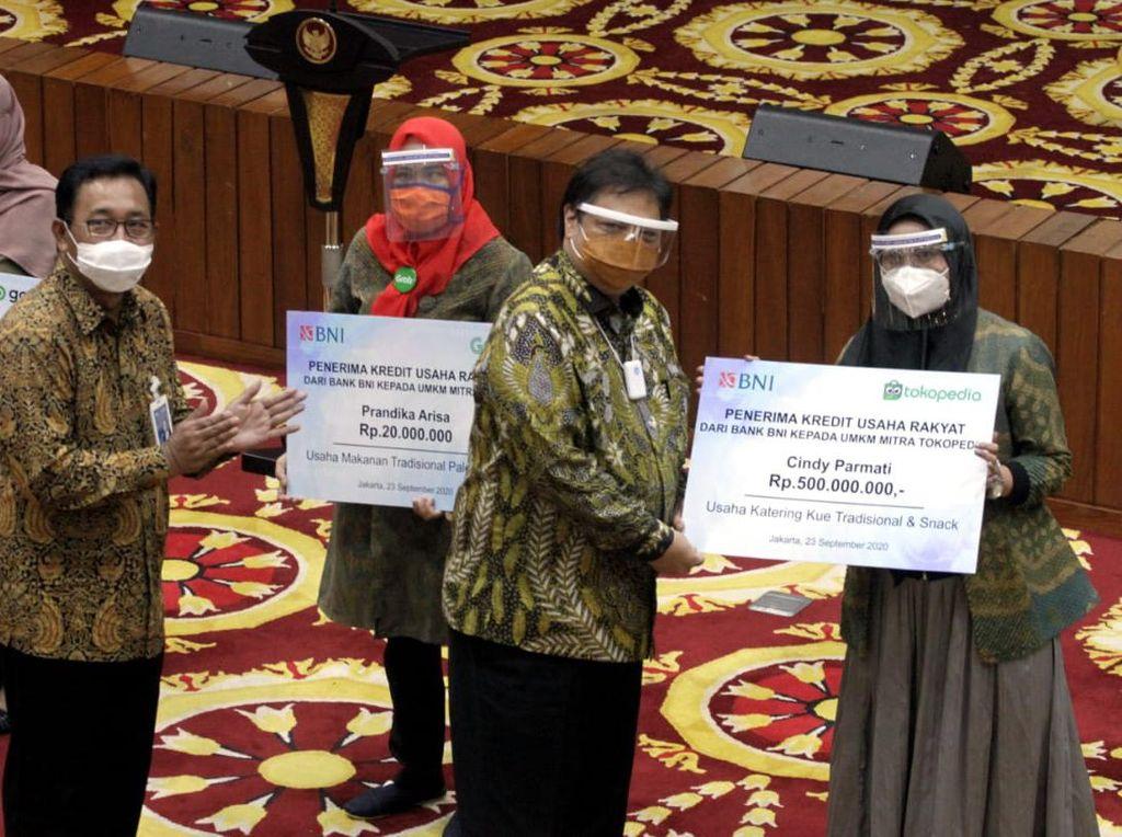Airlangga Hartarto Hadiri Penyaluran KUR di Jakarta
