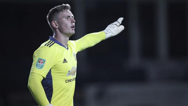 Manchester United's goalkeeper Dean Henderson gives instructions during the English League Cup 3rd round soccer match between Luton Town and Manchester United, Tuesday, Sept. 22, 2020, at Kenilworth Road in Luton, England. (Nick Potts/Pool via AP)