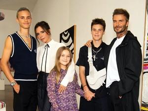 David Beckham Curi Perhatian Pakai Sandal & Kaus Kaki di London Fashion Week
