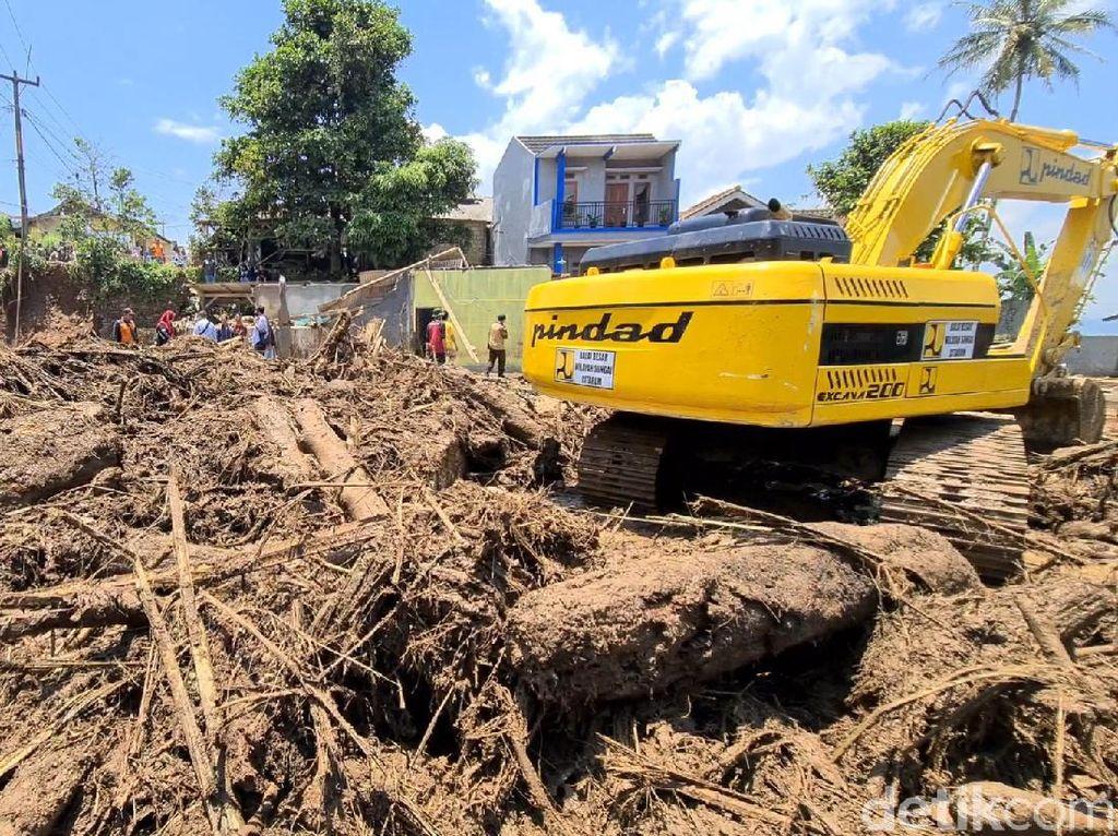 Bencana Alam di Jabar: Banjir Bandang Tewaskan 3 Orang-Pohon Tumbang