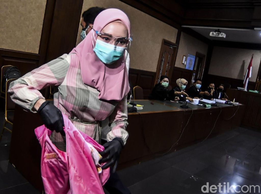 Tangisan Sang Suami di Sidang Ungkap Drama Rumah Tangga Pinangki