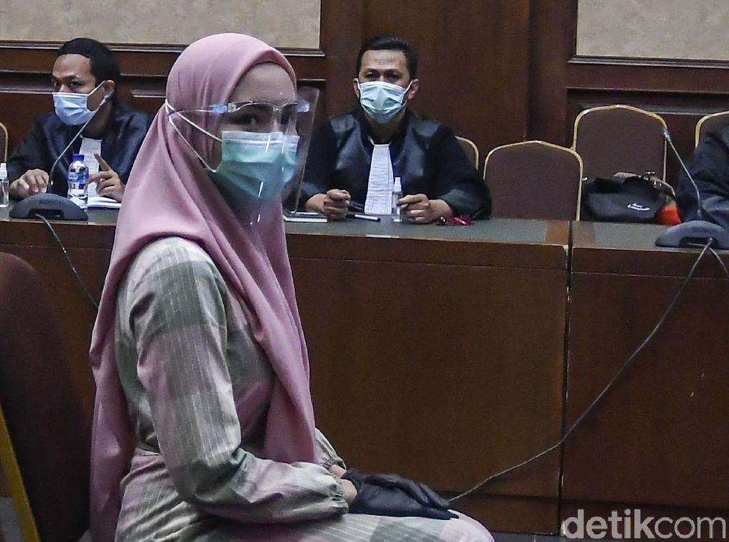 Potret Jaksa Pinangki Berkerudung di Sidang Perdana
