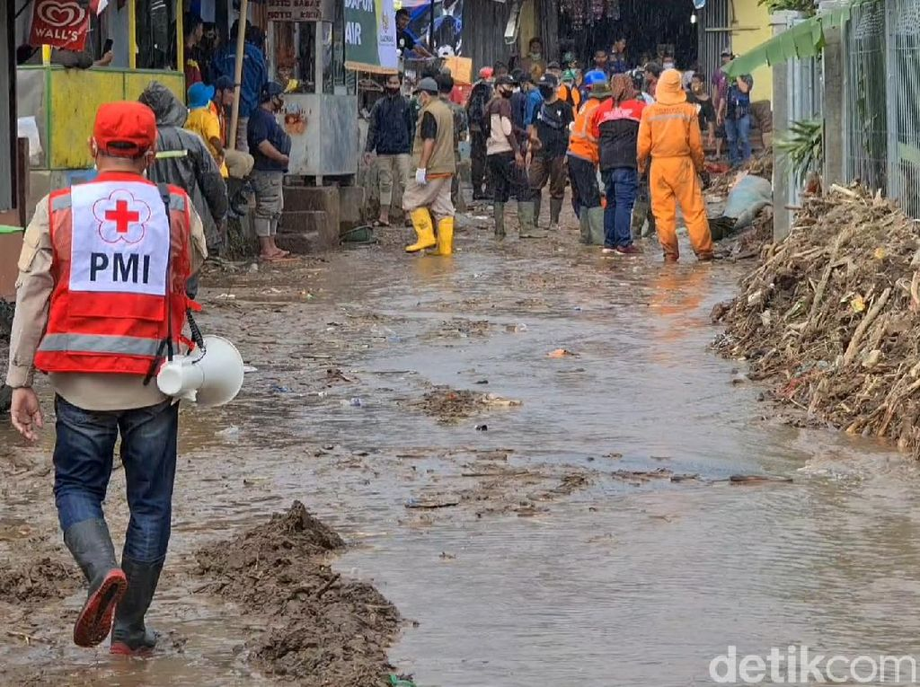 Banjir Bandang di Sukabumi, Ketua PMI Ingatkan Warga Tetap Pakai Masker