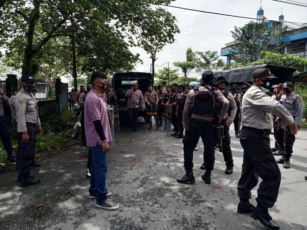 Massa Demo di Timika Papua Serang Polisi, 3 Orang Pemuda Diamankan