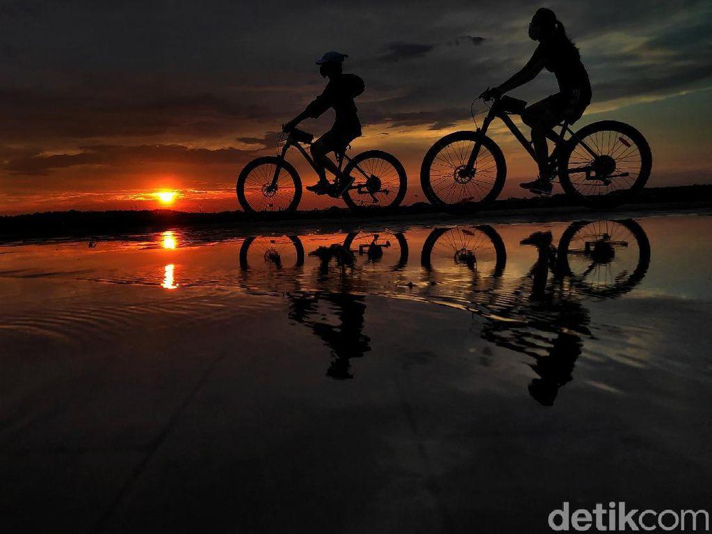 Menanti Senja di Pulau D Pantai Indah Kapuk