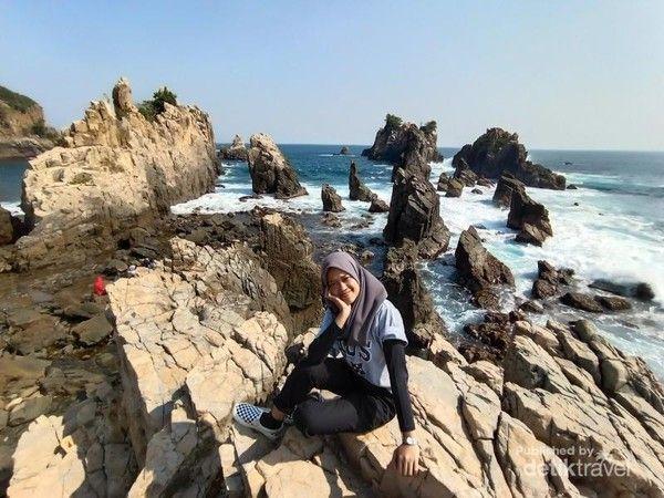 pantai gigi hiu 1 - Fakta Menarik Pantai Gigi Hiu Lampung