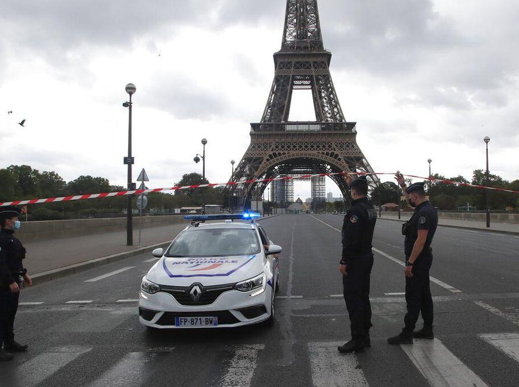 Menara Eiffel Diancam Bom, Pengunjung Dievakuasi-Jalan Diblokir
