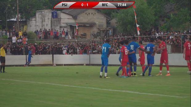 Uji coba Persija vs Bhayangkara FC dihadiri banyak penonton, Rabu (23/9/2020).