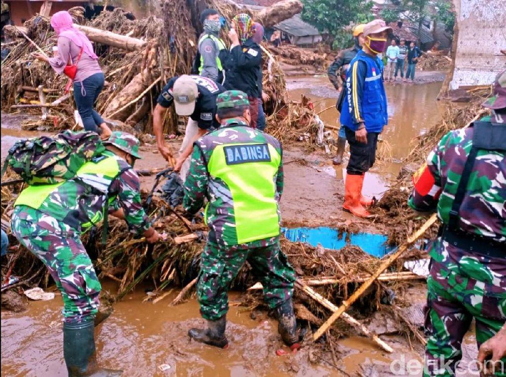 Pasca Banjir Sukabumi, Petugas Fokus Pencarian Korban-Distribusi Logistik