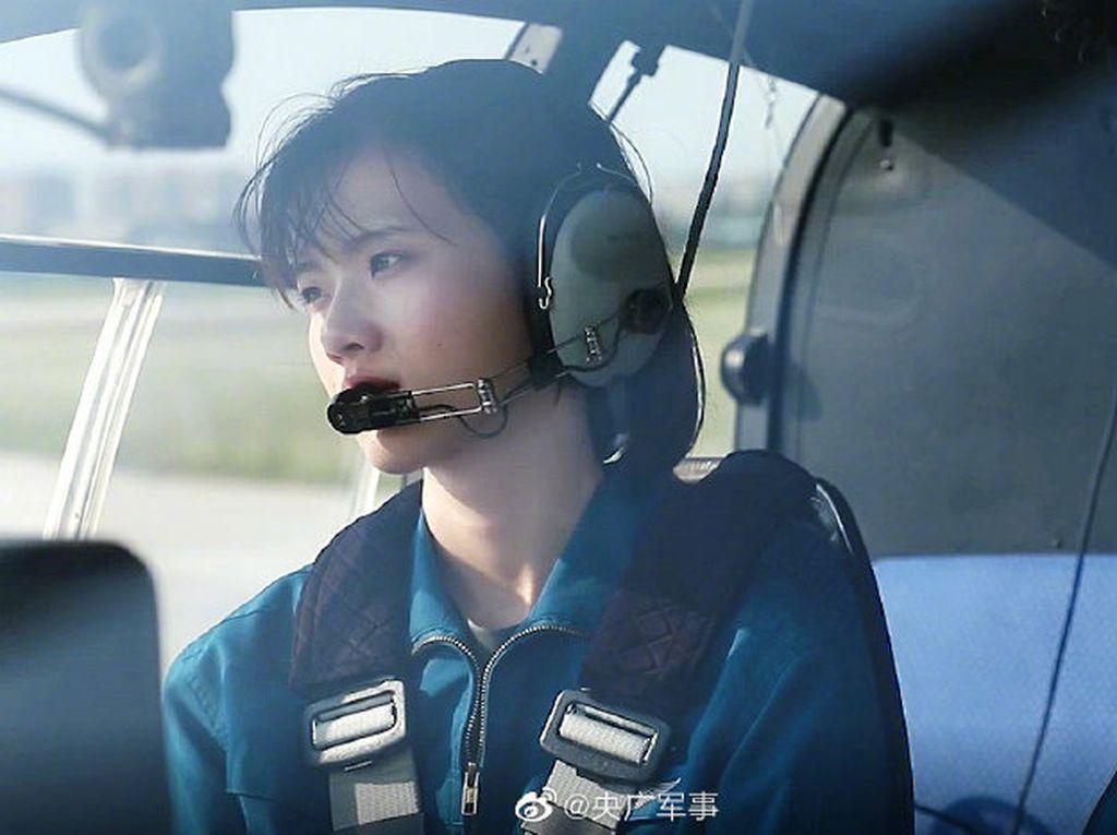 Keren, Penampilan 10 Pilot Wanita China Pertama Saat Latihan Terbang Solo