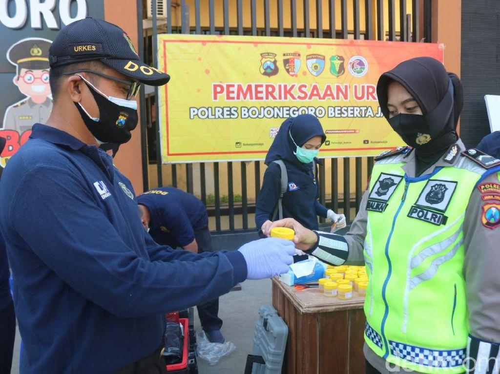 Ratusan Polisi Bojonegoro Tes Urine, Antisipasi Penyalahgunaan Narkoba
