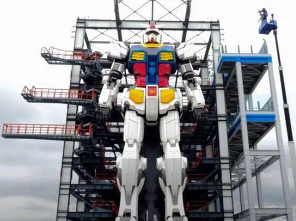 Robot Gundam Setinggi 18 Meter Pamer Gerakan Nih!
