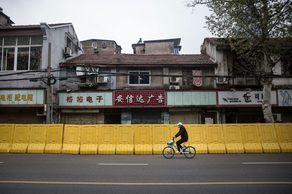 Warga Wuhan kini bisa tertawa lega usai melawan Corona. Perjuangannya panjang dari mulai lockdown sampai tes massal.